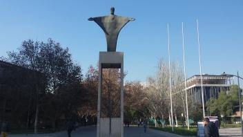 Statue am Campus San Joaquín